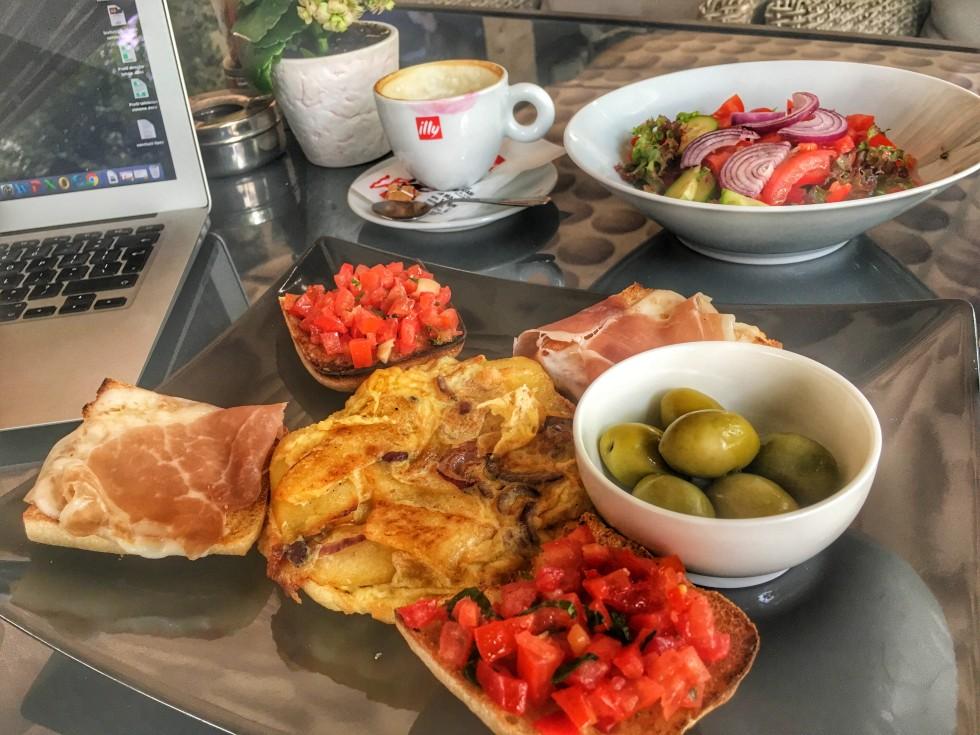 mic dejun cu zambet smarketing